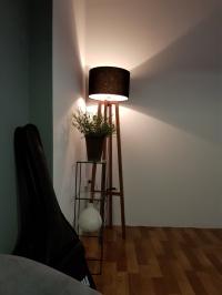 Đèn gỗ cây đứng