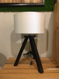 đèn ngủ ba chân gỗ